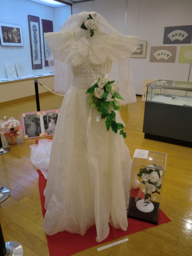 Wedding dress and bouquet made from Tosa washi (Japanese Paper Museum Ino Town)