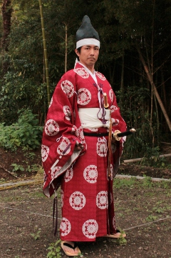 Yoshitsune(a famous worrier in the Kamakura period)-image costume, Hitatare. Dressed just like Yoshitsune, Iza Kamakura!(Let's go to Kamakura for fight!)